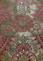 Rot-silberner Ornat: Diozesanmuseum Bamberg, von User:Henricus (Eigenes Werk) [Public domain], via Wikimedia Commons